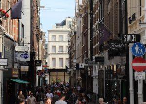 Wanneer zijn de winkels open in het Paleiskwartier van Amsterdam?